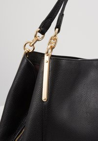 Coach - DALTON SHOULDER BAG - Handbag - gold/black - 6