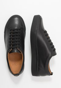 Hackett London - PERFORATED CUPSOLE - Sneakersy niskie - black - 1