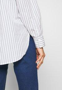 Levi's® - Skjorte - amaris/bright white - 4