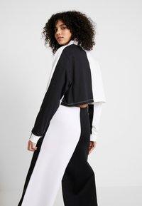 adidas Originals - Topper langermet - black/white - 2