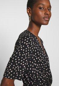Saint Tropez - MINA DRESS ABOVE KNEE - Žerzejové šaty - black - 4