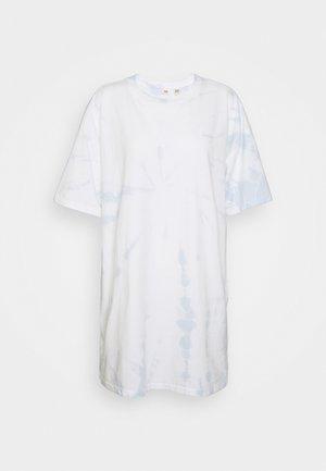 LOKI TEE DRESS - Jersey dress - iris/plein air