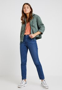 Monki - KIMOMO NEW CLASSIC - Jeans baggy - classic blue - 1