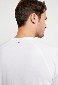 Napapijri - SASTIA  - T-Shirt print - bright white - 5