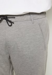 s.Oliver - Tracksuit bottoms - asche - 3
