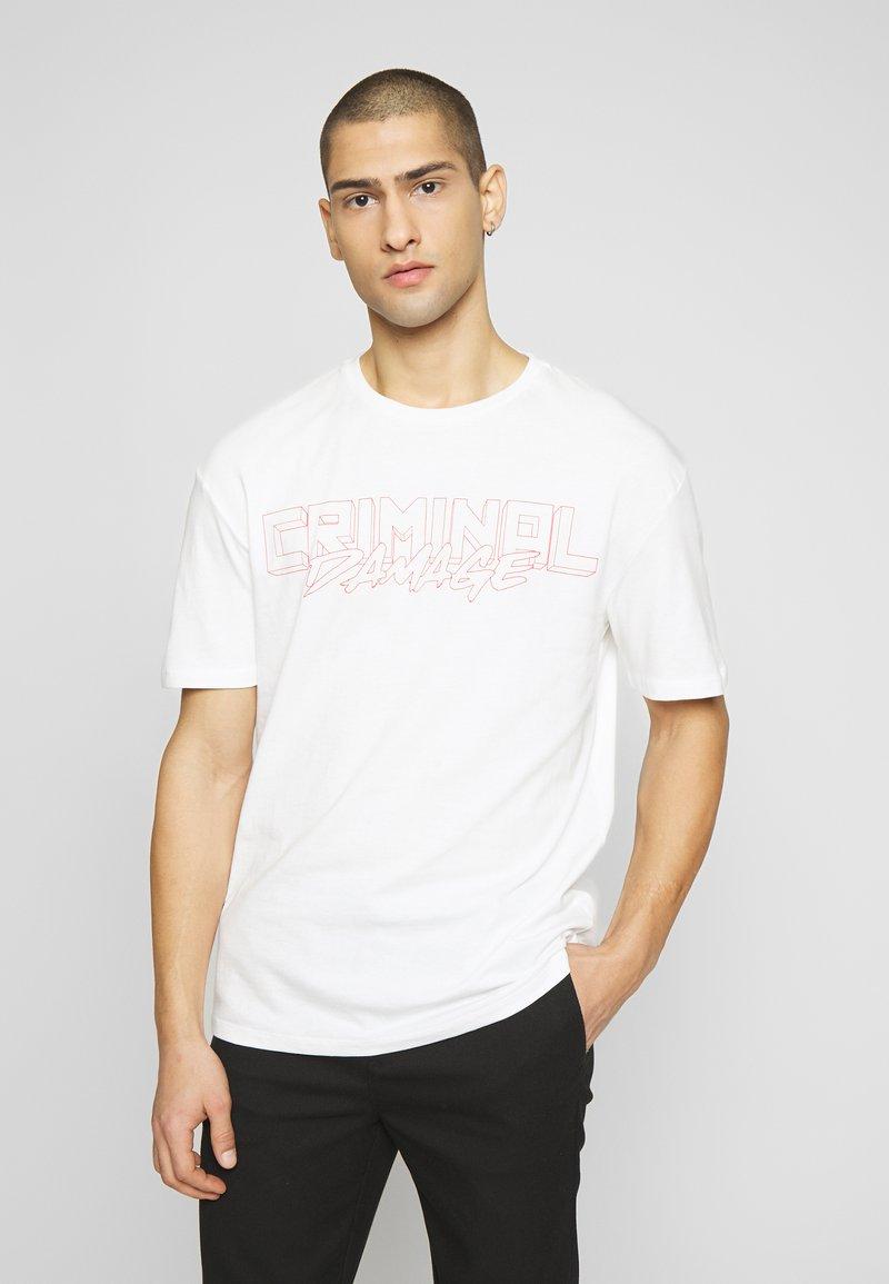 Criminal Damage - VOLATILE - Print T-shirt - offwhite/red