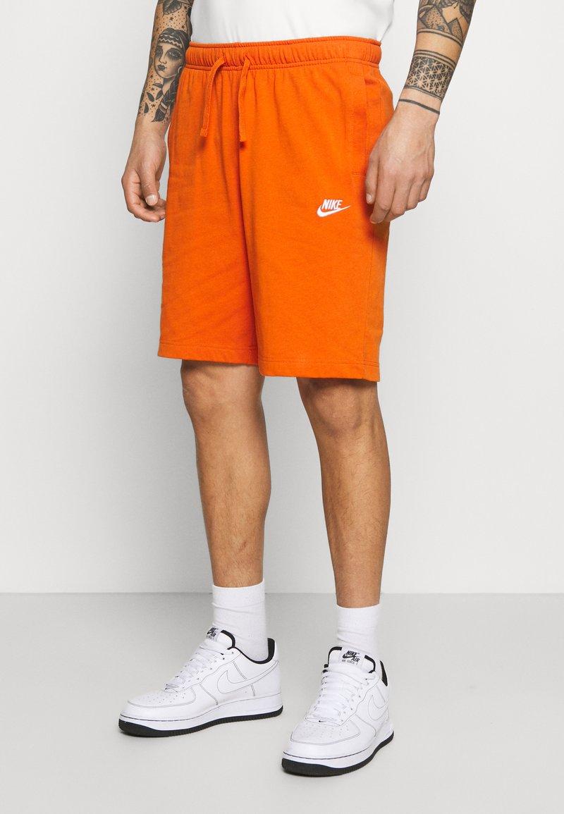 Nike Sportswear - CLUB - Shorts - campfire orange/white