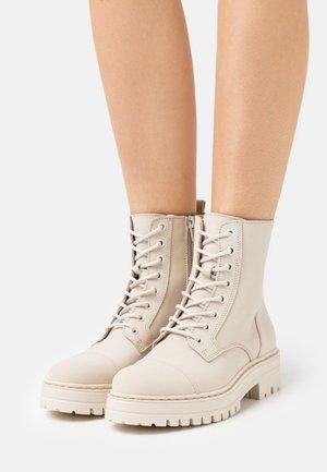 HAVARLY - Šněrovací kotníkové boty - beige