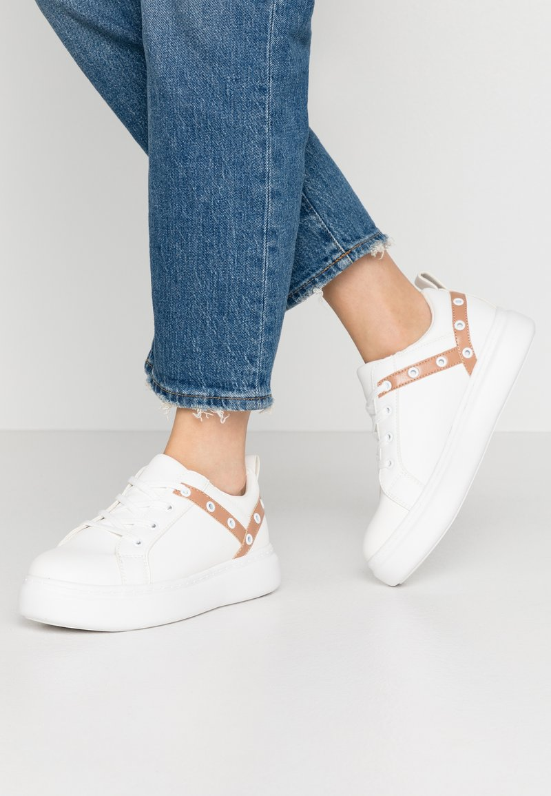 Lost Ink - EYELET LACE UP TRAINER - Trainers - white