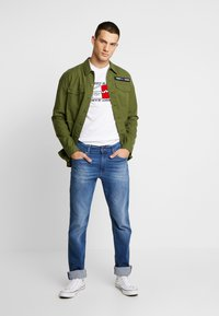 Tommy Jeans - RYAN - Jeans straight leg - bedford mid - 1