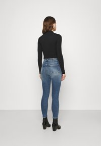 Calvin Klein Jeans - HIGH RISE SKINNY - Skinny džíny - denim medium - 2