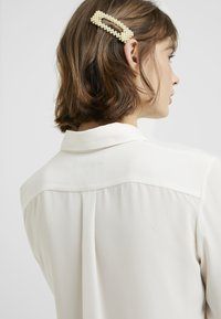 Vero Moda - Haar-Styling-Accessoires - pale banana - 1