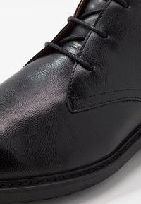 Madden by Steve Madden - KARKON - Volnočasové šněrovací boty - black - 5
