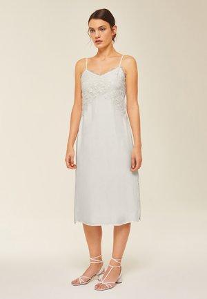 Denní šaty - snow white