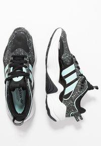 adidas Originals - MAGMUR RUNNER - Sneakersy niskie - core black/footwear white/frozen mint - 5