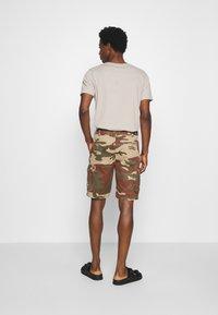Schott - TROLIMPO - Shorts - brown/khaki - 2