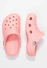 Crocs - CLASSIC - Pantoffels - melon - 3
