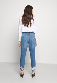 Topshop Petite - MOM RIP HEM - Jeansy Relaxed Fit - blue denim - 2