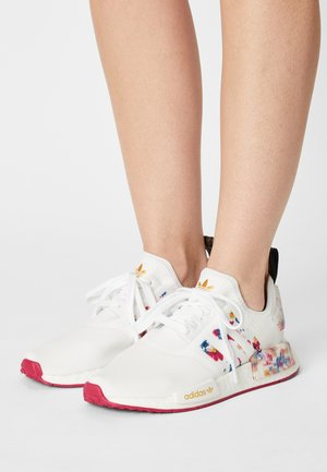 NMD_R1 - Matalavartiset tennarit - white/bold pink/legend ink