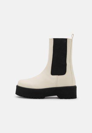 CLEAN BOOT PLAIN SOLE - Platform boots - beige