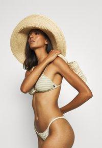 Billabong - MEET YOUR ISLA - Braguita de bikini - matcha - 3