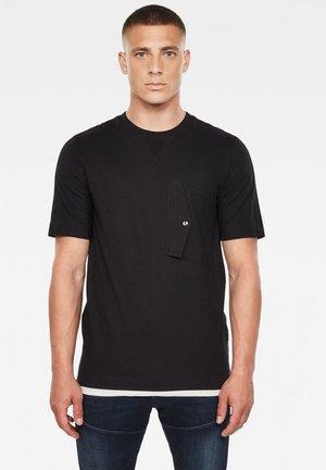 POCKET SQUTAR ROUND SHORT SLEEVE - Print T-shirt - dk black