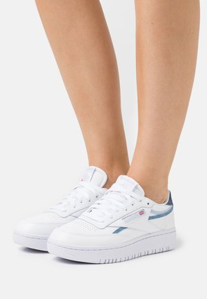 CLUB C DOUBLE - Sneakers laag - footwear white/cold grey/dynamic red
