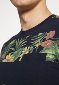 INDICODE JEANS - EPSLEY - Print T-shirt - navy - 4