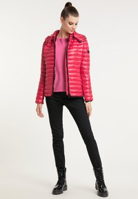 Frieda & Freddies - DAUNENJACKE NELLY II MIT ABNEHMBARER KAPUZE - Down jacket - cherry red - 1