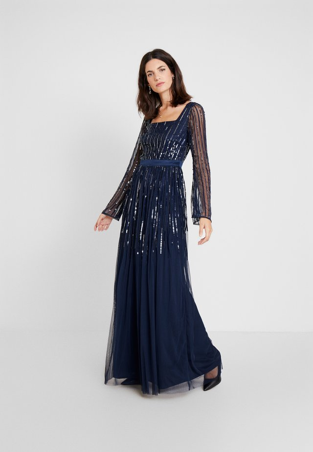 SQUARE NECK STRIPE EMBELLISHED MAXI DRESS WITH FLUTED SLEEVES - Gallakjole - navy