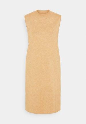 KAKITT SLIPOVER - Strikket kjole - beige