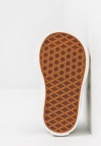 Vans - NIGHTMARE BEFORE CHRISTMAS SK8 - Sneakers hoog - black - 4