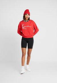 Karl Kani - SIGNATURE CREW - Sweatshirt - red/white/black - 1