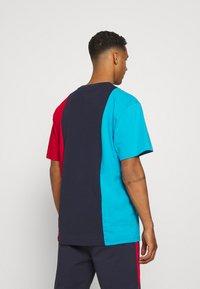 Karl Kani - ORIGINALS BLOCK TEE - Print T-shirt - navy - 2
