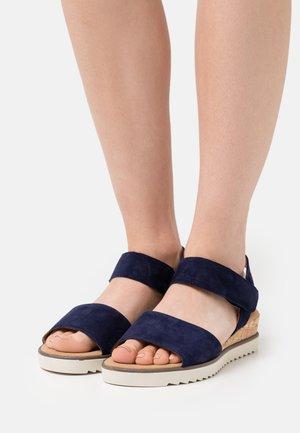 Sandaler m/ kilehæl - bluette
