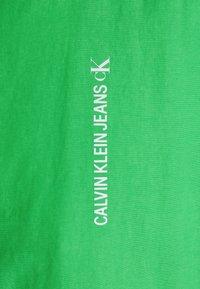 Calvin Klein Jeans - VERTICAL LOGO  - Giacca leggera - andean toucan - 2