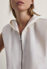 Massimo Dutti - MIT KAPUZE  - Waistcoat - white - 2