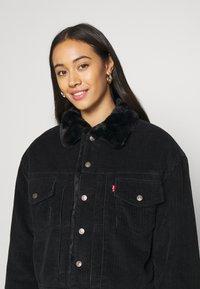 Levi's® - NEW HERITAGE TRUCKR - Winter jacket - black - 5