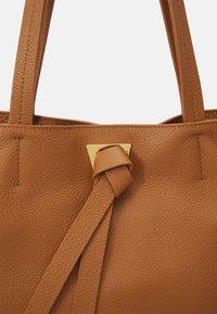 Coccinelle - JOY - Tote bag - caramel - 4