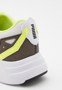 Puma - SPACE RUNNER UNISEX - Neutral running shoes - white/black/fizzy yellow - 5