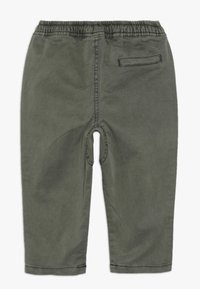 Cotton On - FLYNN PANT BABY - Trousers - silver sage - 1