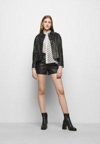 maje - CATHERINA - Button-down blouse - blanc/noir - 1