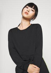 ONLY PLAY Petite - ONPADOR SHORT PETITE - Camiseta de manga larga - black - 3