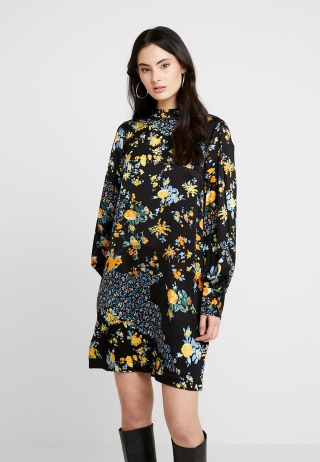 DRESS FELICIA - Vapaa-ajan mekko - black/yellow/green