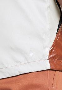 Under Armour - LEGACY - Windjack - onyx white/cedar brown - 6