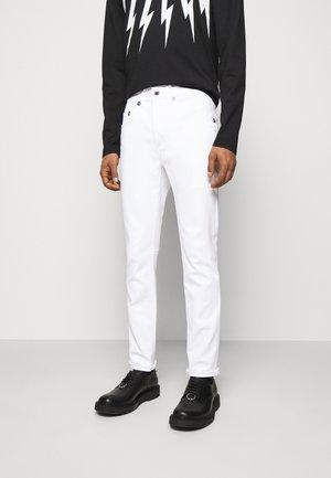 SUPER REGULAR RISE  - Skinny džíny - white