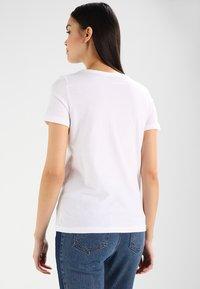 Lacoste - TF3080 - Basic T-shirt - white - 2