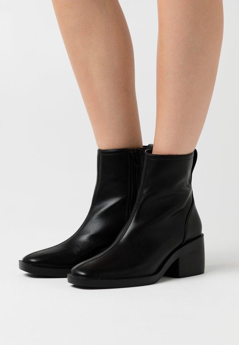 ONLY SHOES - ONLBLUSH HEELED BOOT - Kotníkové boty - black