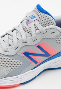 New Balance - YP680BL6 UNISEX - Neutral running shoes - light grey - 5