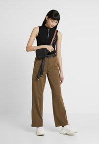 Ivy Copenhagen - AUGUSTA PANT - Trousers - army - 1